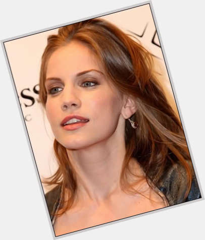 Anna Chlumsky dating 7
