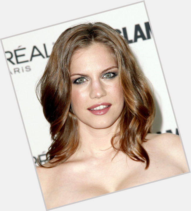 Anna Chlumsky full body 11