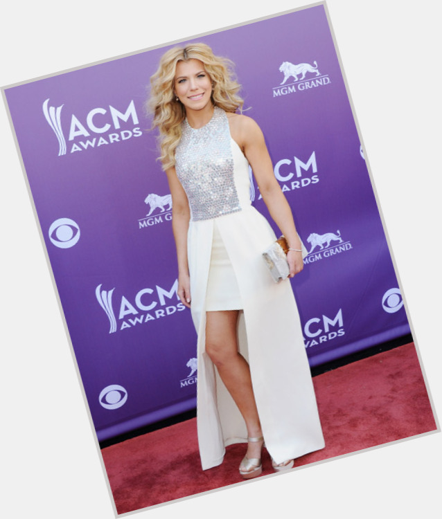 Kimberly Perry full body 11