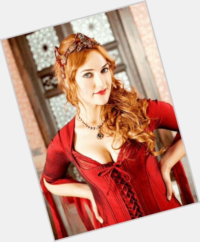 Meryem Uzerli full body 8
