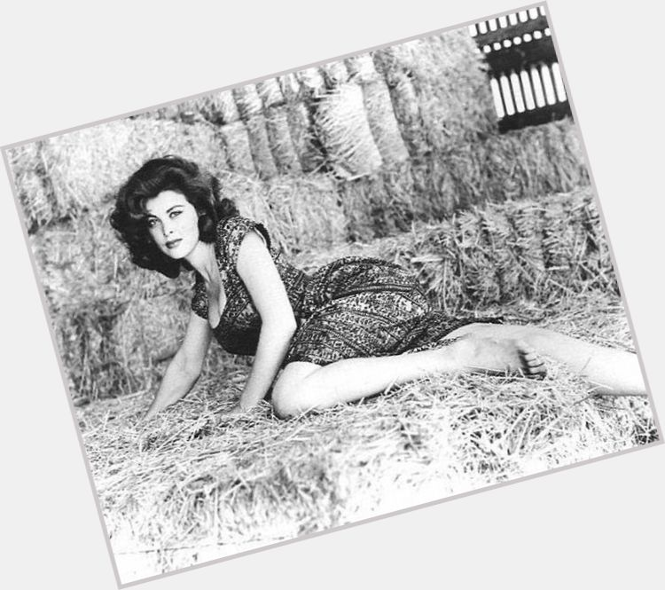 Tina Louise full body 8