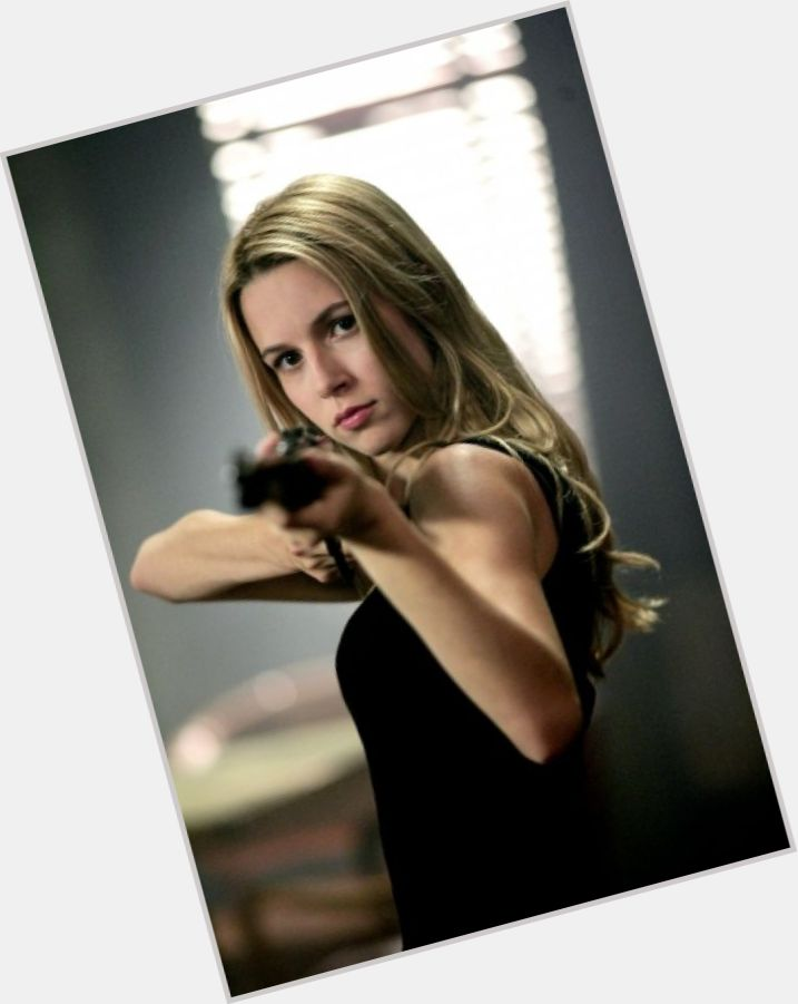 alona tal burn notice 6
