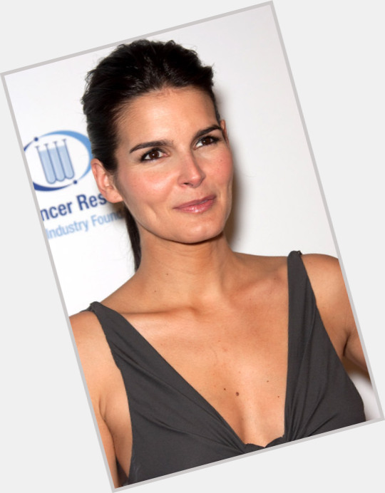 angie harmon rizzoli and isles 8