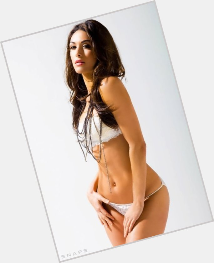 brie bella abs 4