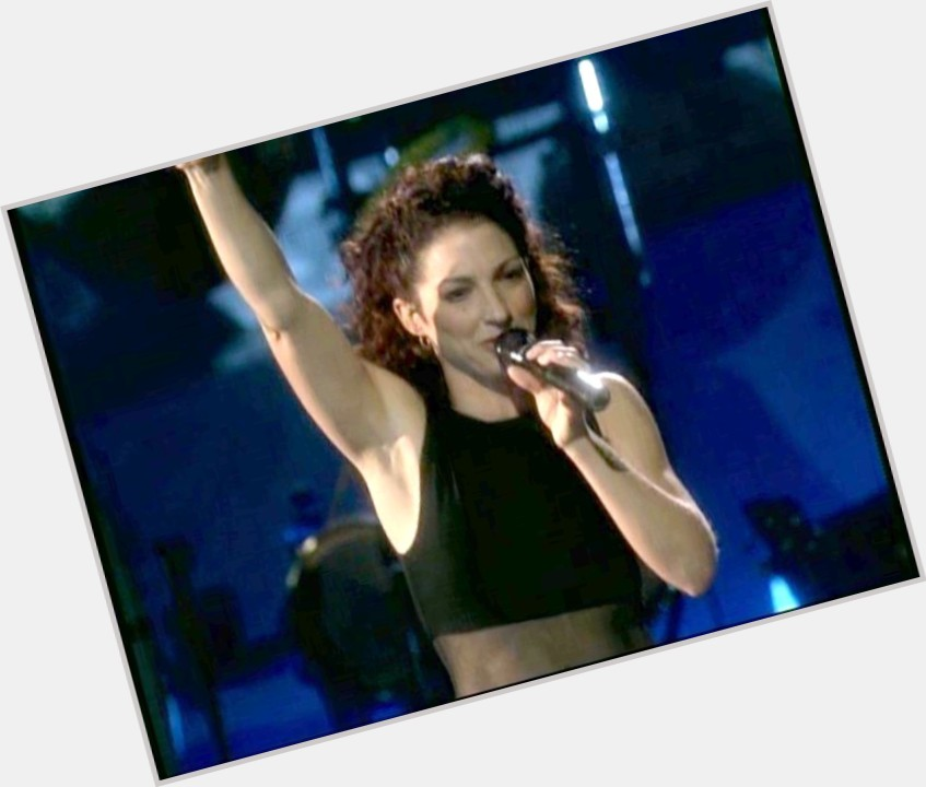 gloria estefan singing 11