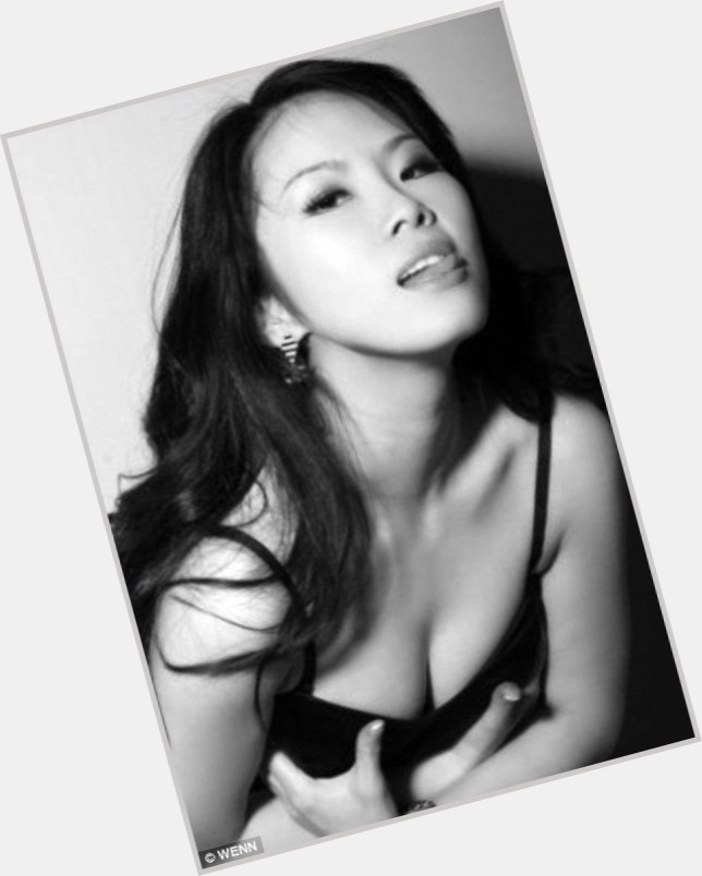 Tinglan Hong celebrated her 38 yo birthday 4 months ago. It might be a ...
